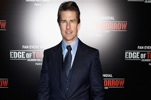 Actor Tom Cruise in Suit HD Wallpaper