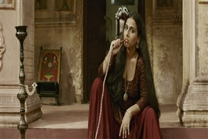 Vidya Balan Smoking Hukka in Movie Begum Jaan HD Photo