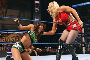 Beth Phoenix vs AJ Lee in WWE