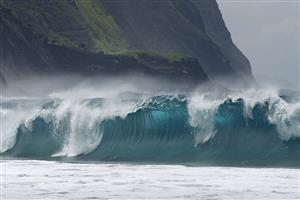 Amazing Breaking Waves of Sea Images