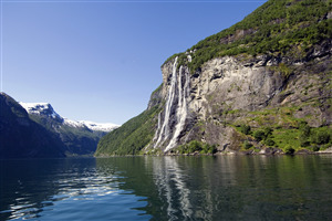Geirangerfjord Water Fall in Norway 4K Wallpaper