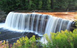 Tahquamenon Waterfall in Michigan US Nature Wallpaper